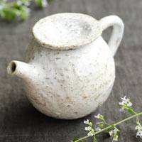White round teapot, tebineri pottery teapot 210ml made by Emi Masuda, Japanese kyusu