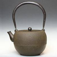 Acorn type Japanese iron kettle, authentic nanbu tetsubin made by Takahiro Tayama