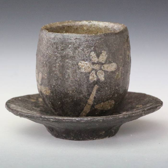 Emi Masuda, flower pattern black small tea cup with saucer, yunomi for gyokurocha and chinese tea